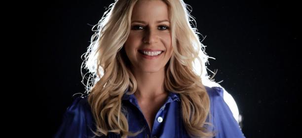 Paula Toller realiza live na inauguração da BM Rio
