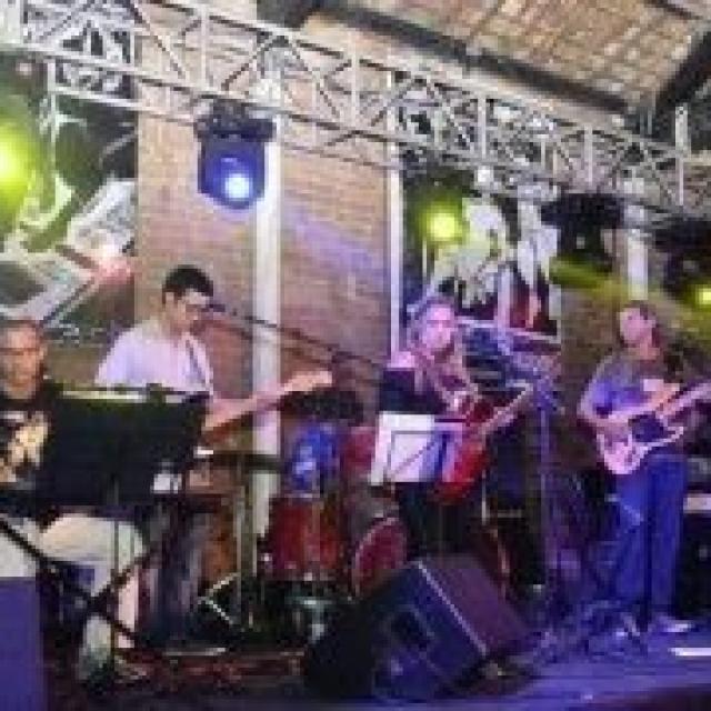 Banda Pulsar canta  Pink Floyd