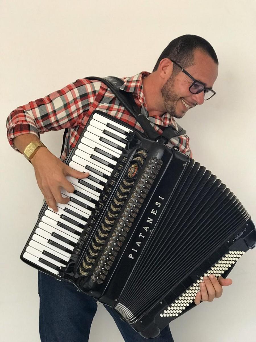 Forrozeiro Alagoano lança CD em plataforma digital
