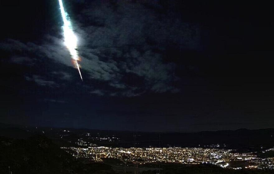 Meteoro é registrado rasgando o céu de Pernambuco